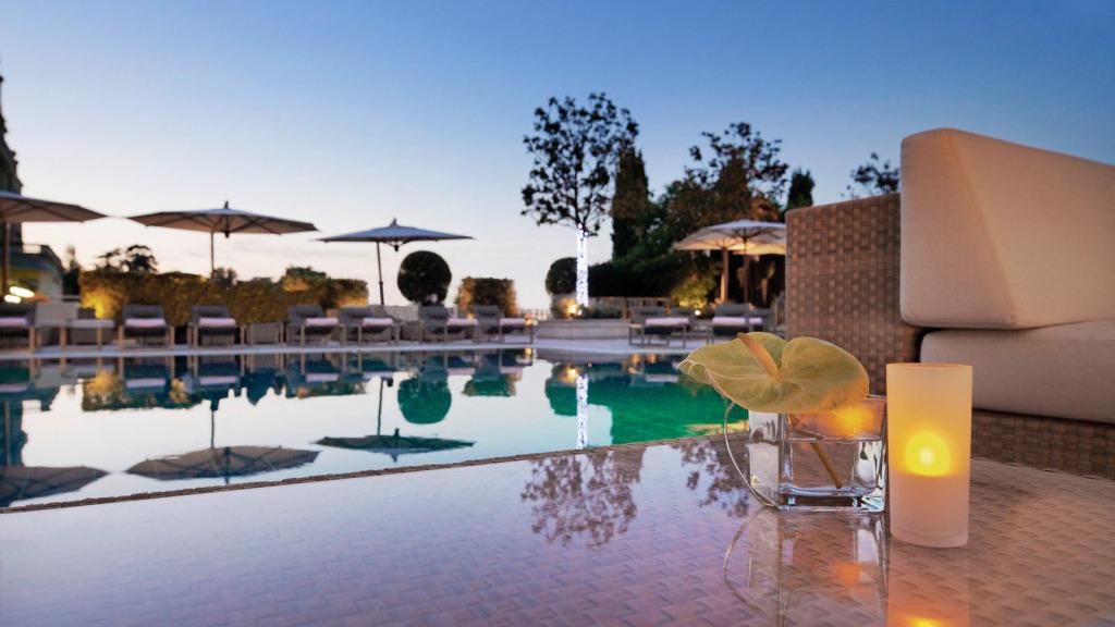 Hotel-President-Wilson-Aussenpool-lux1274po110300