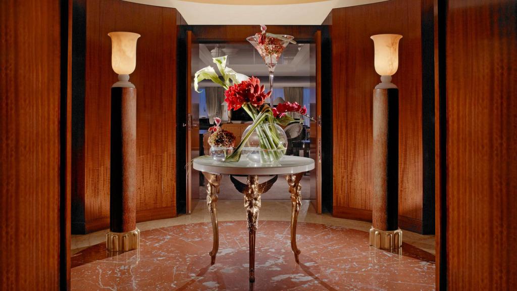 Hotel-President-Wilson-Lobby-Entry-Vestibule-lux1274lo116229