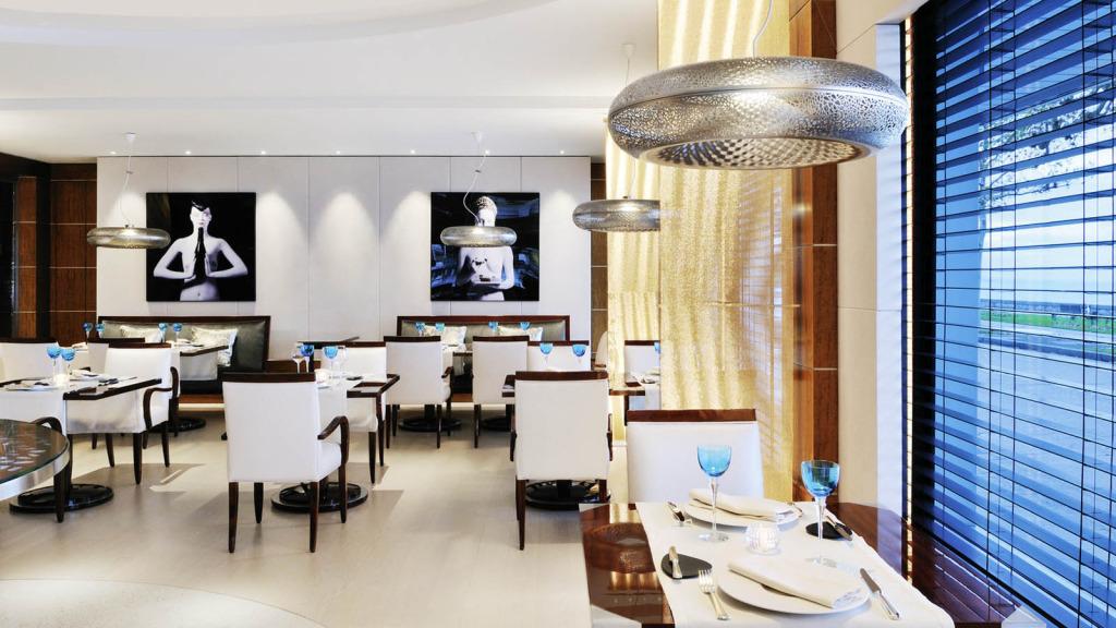 lux1274re-101717-BayViewRestaurant